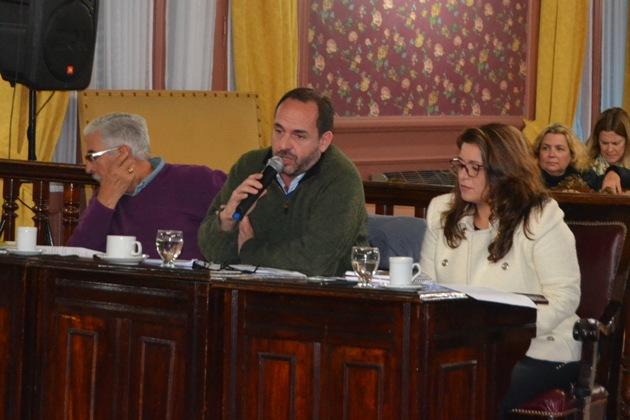 Milhomme y Selva piden la renuncia de la banca a Navarro