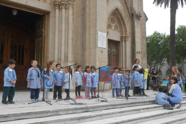 Ni os de jard n de infantes n 904 presentan disco for Canciones de jardin de infantes argentina