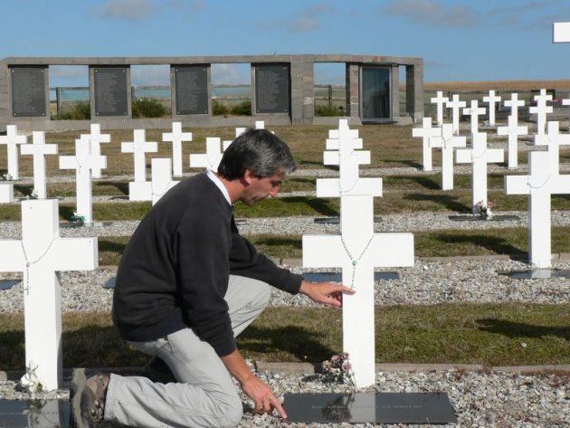 Propondr n al ex combatiente julio aro para el premio for Cementerio jardin de paz buenos aires