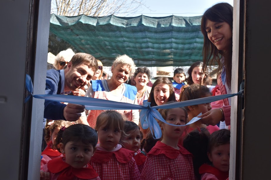 Junto a las familias intendente ampliación del Jardín Maternal El Honguito