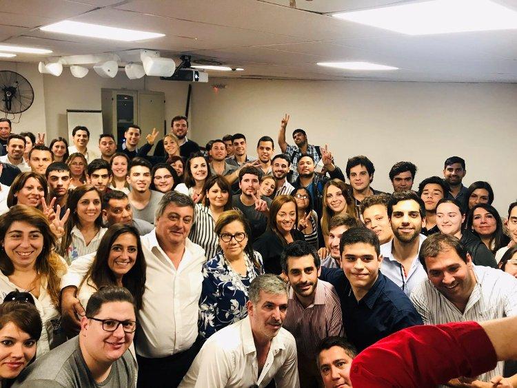 Selva y diputados massistas recibieron a jóvenes en el Congreso