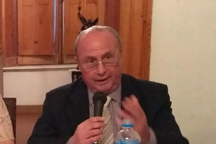 Homenajean al Prof. Ricardo Tabossi imponiendo su nombre a la calle 27, entre 28 y 30
