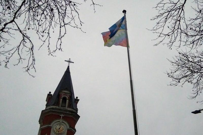 Respetemos los símbolos patrios, honremos nuestra Bandera Nacional