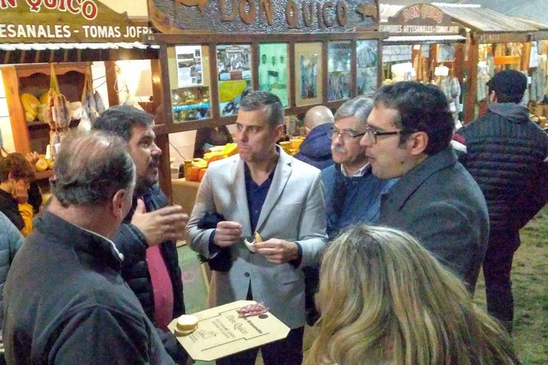 Cónsul italiano recorrió la Fiesta del Salame Quintero junto a productores