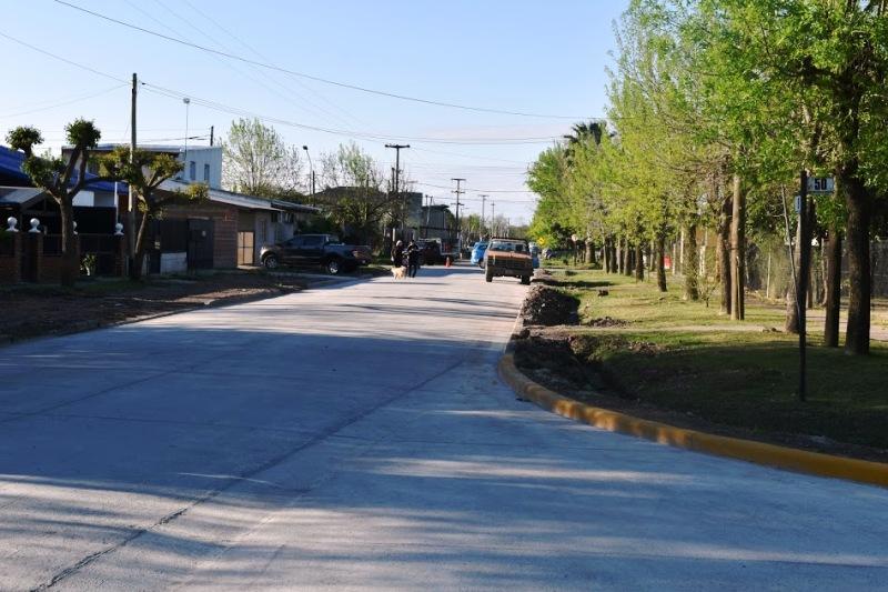El Municipio inauguró obras de asfalto en el barrio Calvillo.